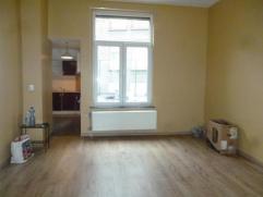 Charmant appartement composé d'un lumineux séjour, une cuisine équipée, une salle de douches + wc, une chambre à co