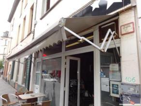 Dit gebouw is langs de ene kant gelegen in de Statiestraat en eindigt in de Fourneaustraat. Momenteel zijn alle ingangen langs de Statiestraat gelegen