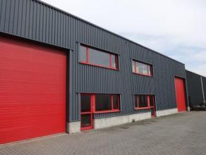 Goed gelegen magazijn 385 m² met 2 hoge toegangspoorten en hydraulische laadbrugMagazijn gelegen in industriepark, gemakkelijke bereikbaarheid vi