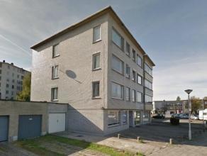 Vernieuwd gelijkvloers appartement.Woon- en eetkamer op laminaatvloer, nieuwe keuken voorzien van kookfornuis en dampkap. 2 Ruime slaapkamers op lamin