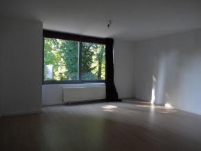 Op loopafstand van het gemeentehuis een perfect afgewerkt appartement op de 1ste verdieping ca. 75m² met een groot zonne-terras van ca.40m².