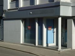 In het centrum van de stad, om de hoek van de Grote Markt, staat dit modern ingericht kantoor te huur. Representatief zowel langs de buiten zijde als