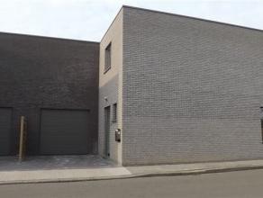 Moderne nieuwbouwwoning, half open bebouwing, met garage en 3 slaapkamers. Uitstekende ligging op wandelafstand van de dorpskern, sportzaal, winkels e