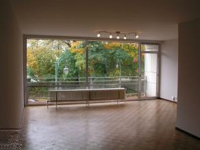 Laeken, à proximité de l'hopital Brugmann, un studio mis au goût du jour au 3ème étage d'un petit immeuble qui en co