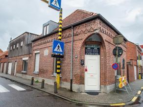 Woonhuis in 't centrum van Hoogstraten met inkomhal, atelier/bureau, living, eenvoudig geïnstalleerde keuken, kelder, wasplaats, badkamer (douche