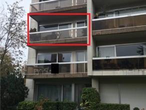 Appartement (gelegen op 2e verdiep) en met autostaanplaats en berging (in de kelderverdieping).KI 1068 euro - bwj. 1978.Bestaande uit: inkomhall, wc,
