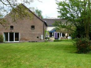 Très belle maison de campagne dans un endroit champêtre, rénovation récente. Sal., s. à m., cuis., 4 ch. Ch. cent. m