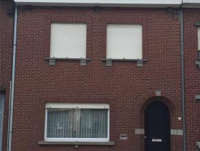 RUIME RIJWONING Omvat: Gelijkvloers met grote living, keuken, kelder; 1ste verdieping: 3 slaapkamers, zolder, tuin met mogelijkheid tot garage. Verwar