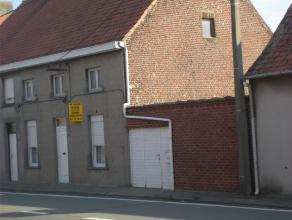 Centraal en zonnig gelegen woning op 3a 70ca.Best: voorpl, woonpl, kkn, garage, bergingen, 3 slpk, zolder, tuin met uitweg op de Rosalialaan.Verwarmin
