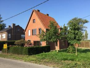 Landelijk gelegen woning met tuin op 660m².Best: hal, dubbele liv, kkn, kelder, bijkkn, bdkamer, garageBoven; 3 slpkAgrarisch gebiedEPC 720, KI 3