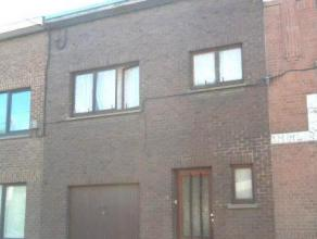 MAISON DHABITATION avec garage et jardin REZ: hall, WC, living avec cuisine équipée (taque vitro, hotte, four, double évier), arr