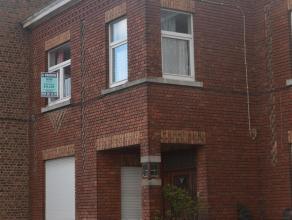 Maison dhabitation composée dun hall dentrée, living, cuisine et arrière cuisine. tage : 3 chambres et salle de douche) chauffage