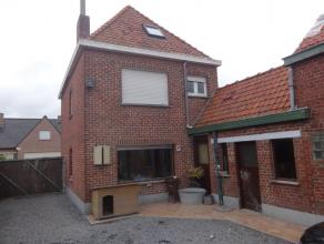 ALLEENSTAANDE WONINGMet opp 564 M²; nieuwe keuken en badkamer; ruime living, dubbel glas, geïsol zolder; 3 slpks. Met ruime tuin, ; EPC 1207