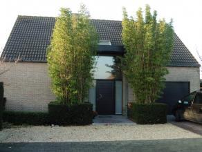 Moderne gezinswoning met grote tuin en terras, zuid gericht. omvattende: 4 slaapkamers, bureau, volledig ingerichte open keuken, ruime living, 2 toile