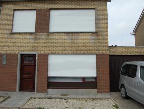 Indeling: gelijkvloers: inkom, wc, traphal, living, keuken (vernieuwd), veranda, garage. Verdieping: nachthall, badkamer, 3 slaapkamers. Zolder: vaste
