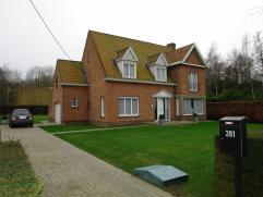 Statige alleenstaande woning met garage op uitstekende ligging: glv: kelder, voortuin, oprit, hall met apart toilet, bureau, living, keuken, veranda,