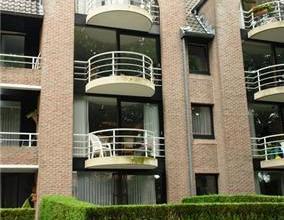 Mooi en centraal gelegen instapklaar 2-slaapkamerappartement met 2 terrasjes en garage. Bewoonbare opp. ca. 110 m². Alle modern comfort: o.a. dub