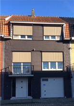 Bel-étage woning3 slpk, gar, tuin met terras en tuinhuis. Bj: 1956. Voll vern 1997. Opp 304 m², KI euro 842, EPC 169. Vp euro 330 000. Vg,