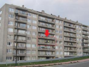 APPARTEMENT (4e verd.)Bj: 1974, KI: euro773, EPC: 156 kwh/m². Indeling: hall, living, kkn, 2 slpkmrs, badk., toilet, terras, kelder, ondergr. sta