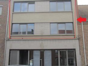 ZEER GOED GELEGEN DUPLEX APPARTEMENT op 1e en 2e verd. (+/- 120m²), volledig vernieuwd, luxueus afgewerkt. Indeling: hall, living, zitkamer, keuk