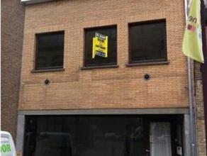 2) Een WOON- en HANDELSHUIS, Noordstraat 37, sectie A nummer 213 B, opp. 90ca.Omv. op het glvls: winkel, hal, WC, living met keuken; 1ste verd. 1 slaa