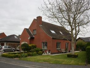 opp. 450 m2, KI 1110 euro; samenstelling: kruipkelder; glvloers: inkom, wc, living, eetplaats, keuken, garage; verdieping: 4 slaapkamers, badkamer + w