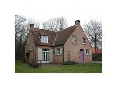 Rustig gelegen woning te Vorselaar, Vispluk 1, bestaande uit woonkamer, ingerichte keuken, 3 slaapkamers, 2 badkamers en grote tuin. EPC 216 kWh/m&sup