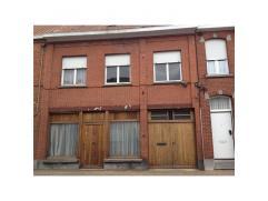 RUIME WONINGGroot: 959 m², KI Â 366. EPC: 536 kWh/m²/jaar.Gdv, niet overstromingsgevoelig. Indeling: garage vooraan, living, eetplaats