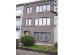 Mooi en degelijk 1 slaapkamer appartement met tuin, kelder en garage. EPC in aanvraag. Voor een afspraak bel ons 03/544 80 44