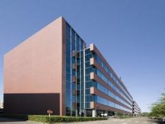 """Roderveldlaan 3-4-5 is een van de drie gebouwen van kantorenpark """"De Veldekens"""" te Berchem.Het gebouw heeft baksteen gevels met aluminium kozijnen. He"""
