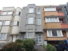 Zeer centraal gelegen gezellig appartement op de eerste verdieping in een karaktervol gebouw bestaande uit: living, keuken, badkamer, 1 slaapkamer, dr