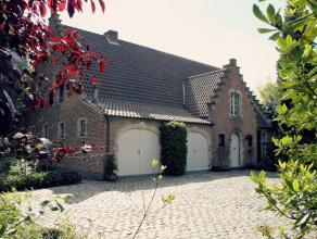 Ruime en recent fraai gerenoveerde villa met o.a. 4 slaapkamers en 2 badkamers, rustig en toch zeer centraal gelegen op een perceel van ca. 1.400 m&su