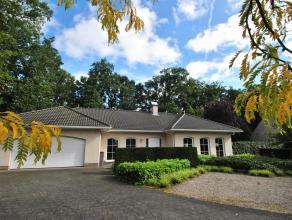 Centraal gelegen villa te Kalmthout-Heide, met 2 slaapkamers, badkamer, ruime zolder en fraaie zowel open als gesloten veranda op wandelafstand van he