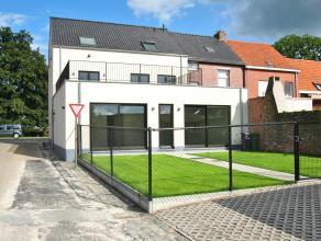 Volledig nieuwe - luxe woning met 4 slaapkamers, 2 badkamers en garage, centraal gelegen nabij uitvalswegen. Ideaal voor wonen en werken vanwege optio