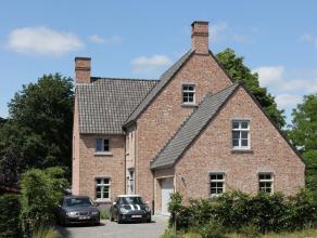 Luxueuze en vrijwel nieuwe villa in Pastorijstijl te Essen Heikant met o.a. 5-6 slaapkamers, 3 badkamers, inpandige garage voor 2 wagens en ruime keld