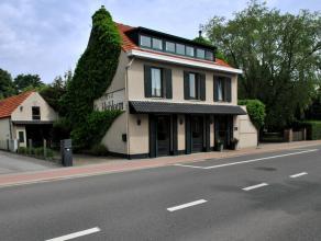 Ruim polyvalent handelspand (oppervlakte 424 m²), geschikt voor horeca en andere doeleinden met bijbehorend duplex -appartement (157 m²).