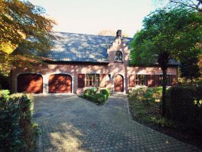 Residentieel gelegen villa te Kalmthout, met o.a. 3 slaapkamers, 2 badkamers, dubbele garage op een perceel van ca. 3.570 m². De villa biedt vele