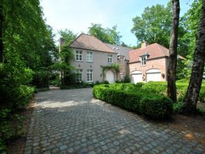 Sfeervolle en luxueuze villa te Kalmthout - Heide met o.a. grote leefruimtes, 6 slaapkamers, 4 badkamers en inpandige garage. Residentieel en rustig g