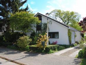 Moderne laagbouw villa met veel lichtinval gelegen te Essen-Heikant met o.a. 5 slaapkamers, 2 badkamers en eventueel uitbreidingsmogelijkheden op de v