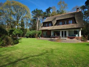 Residentieel gelegen, charmante rietgedekte villa te Kapellenbos op 2.905 m².