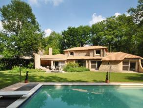 Prachtig gelegen villa in Provençaalse stijl met 4 slaapkamers en 2 badkamers, overdekt buitenzwembad en sauna, gelegen op een perceel van ca.