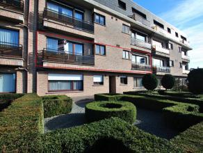 Centraal gelegen ruim en luxueus appartement - ca. 240 m2 - met 2 slaapkamers, 2 badkamers, bureel, grote leefruimte en 2 garages. Nabij belangrijke u