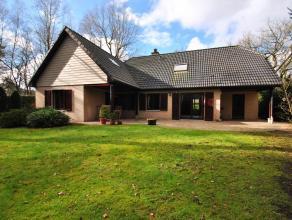 Centraal gelegen woning in goede staat op 1.122m², vlakbij het centrum van Heide. Bereikbaar via oprit voor en achter.