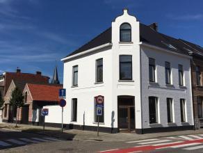 Schitterend gerenoveerd duplex-appartement in het hartje van Mariaburg- Ekeren met o.a. 3 slpks en een ingerichte badkamer.
