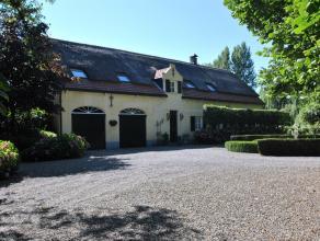 Prachtige en rustig gesitueerde herenhoeve met 5 slaapkamers, 4 badkamers en bijgebouw op ca. 1 hectare met schitterende tuin, voorzien van zwembad.