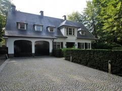 Prachtige en perfect onderhouden villa met 3-4 slaapkamers, 2 badkamers, bureel, orangerie en inpandige garage op ca. 1.617 m² nabij het centrum
