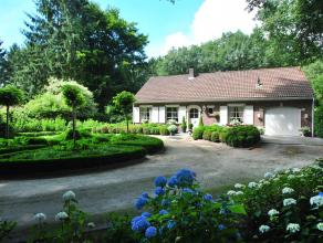 Zeer verzorgde woning met drie slaapkamers gelegen in groene omgeving, centraal nabij het dorpscentrum van Heide - Kalmthout, op een perceel van 3346