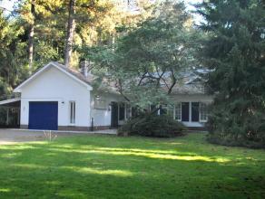Residentieel gelegen laagbouwvilla op een perceel van ca. 3.221 m².