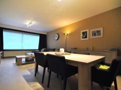 Centraal gelegen gelijkvloers appartement met 2 slaapkamers, een garagebox en een tuin te Kapellen.