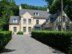 Recente luxe villa in een mooie, rustige omgeving te Heide Kalmthout, op een perceel van 2100m² met aangelegde tuin.